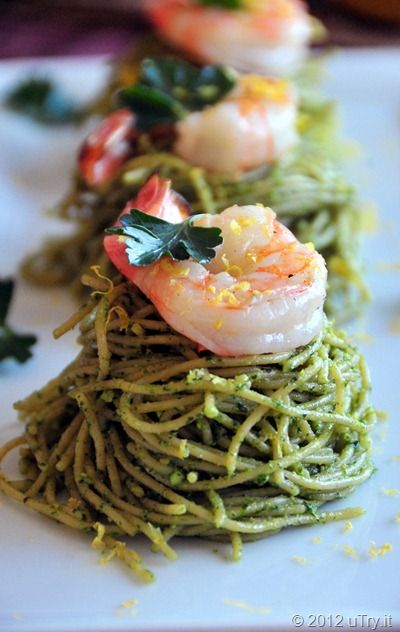 Spinach Pesto Spaghetti with Grilled Shrimps--Healthy and scrumptious.