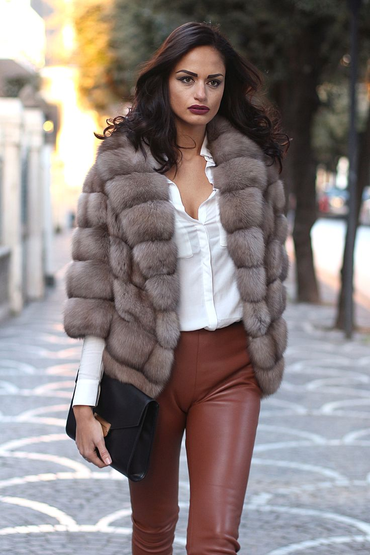 Barguzinsky Russian Sable fur with silver points and whole skins. SOJUZPUSHNINA QUALITY. Made in Italy. Fur of the highest quality, to wear on special occasions. Available now on www.jewelsandfurs.com