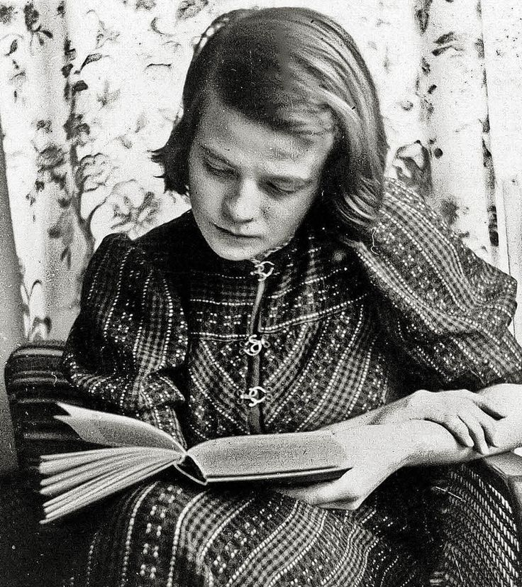 sophie scholl - a young revolutionary of the white rose - so incredibly brave with so much conviction