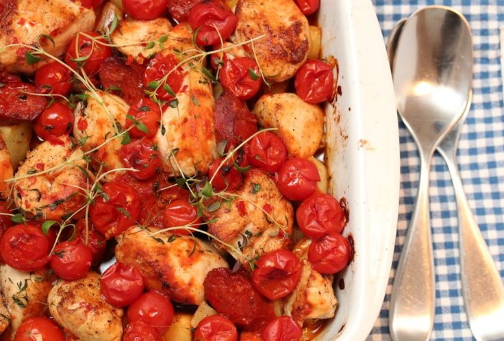 Chilikylling med chorizo, tomater og rotgrønnsaker Veldig god. 7.juli 2013 med C+Ø+OK Brukte 6 kyllingfileter. Hadde ikke pastinakk, brukte pepperrot. Hakket chili isteden for chilipaste.