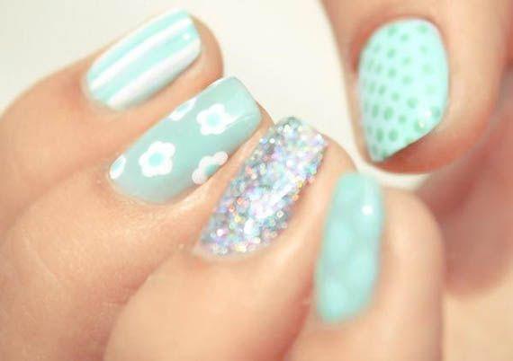 56 Ideas para que pintes tus uñas color celeste - Light blue nails - http://xn--decorandouas-jhb.com/56-ideas-para-que-pintes-tus-unas-color-celeste/