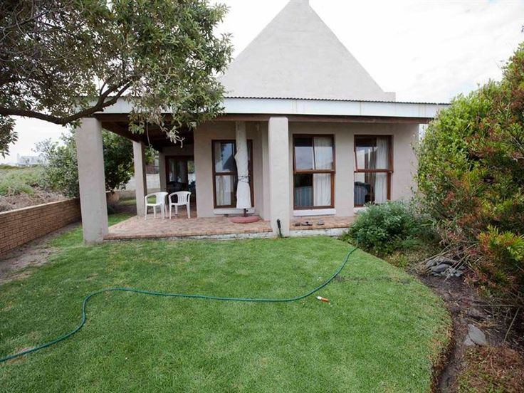181 Sanderling - 181 Sanderling is set in a picturesque environment with lovely sea views, and only a stones' throw from the beach. This furnished three bedroom house can comfortably sleep 8 people, and is ideal for a ... #weekendgetaways #grottobay #southafrica