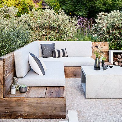 Reclaimed-wood seating area + low-water plants ❥