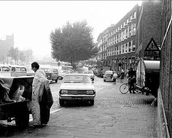 Rotterdam - Zaagmolenkade. Rechts de ingang van de Roteb