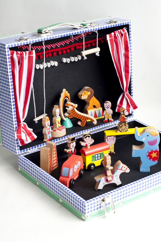 UKKONOOA: Sirkus Ankka / Circus Duck - my first exposure to traveling circus in a suitcase. love her wooden animals!