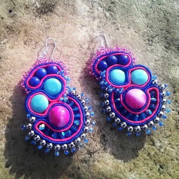Mi sono ispirata all'arrivo della primavera, dei colori dei fiori, dell'azzurro del cielo e del mare. #orecchini originali #handmade #Soutache #fashion #fai da te #earrings #pendientes #ohrringe #subang #øreringe #handmade