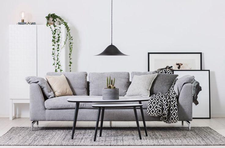 SOLO soffa, TYRA soffbord, ONE skåp och HANS taklampa #SvenskaHem #Stilrent #Vardagsrum