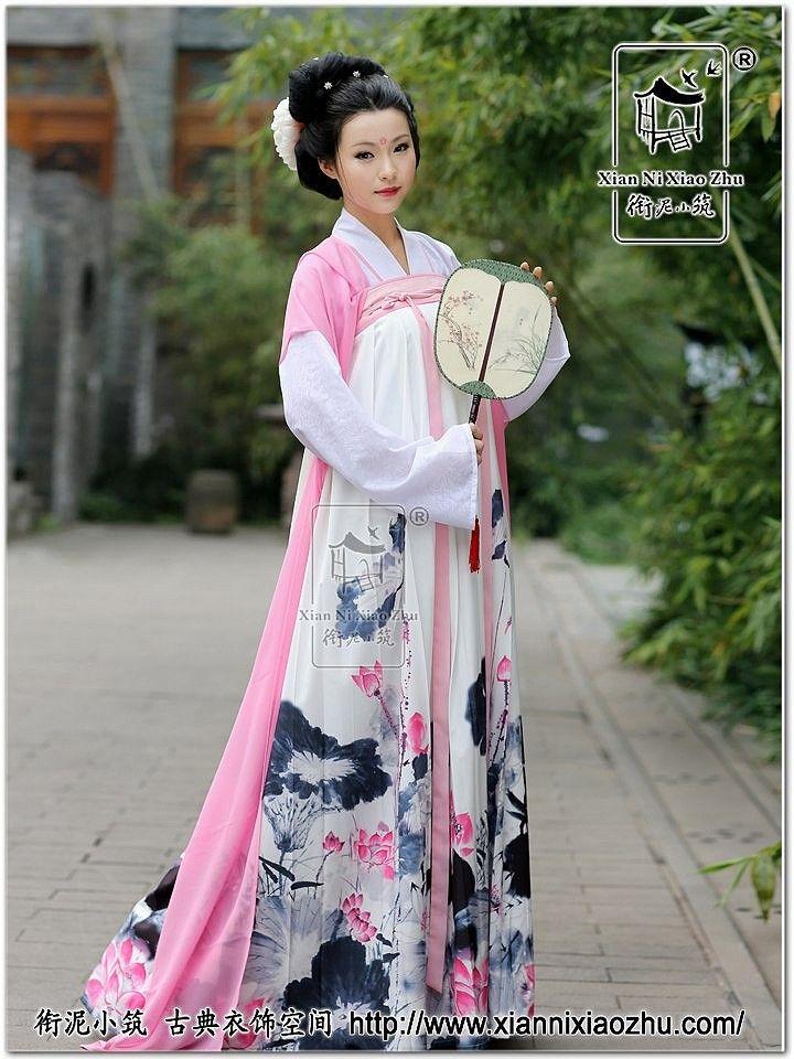汉服 Han cloth pink and grey Chinese ink lotus