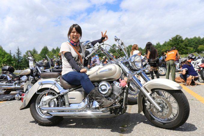 オーナー ルルさんの「ヤマハ ドラッグスタークラシック400」アメリカンガールズスナップです。アメリカン&クルーザーバイクに乗る全国のライダーをご紹介します。ハンドルやマフラー、シートなどのカスタムポイントから、みんなのファッションスタイルまで、きっとあなたのバイクライフの参考になる内容がテンコ盛りです。