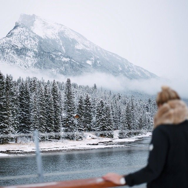 Dreaming of a white Christmas ⛄️❄️Happy holidays  // #explorealberta #explorecanada #banff #rundlemountain #tistheseason #burtongirls