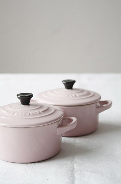 pink le creuset