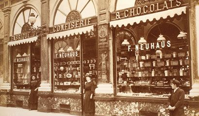 Jean Neuhaus settles in Brussels and opens a pharmacy in the prestigious Galerie de la Reine. He covers his medicines in a layer of chocolate to make them more palatable. 1857