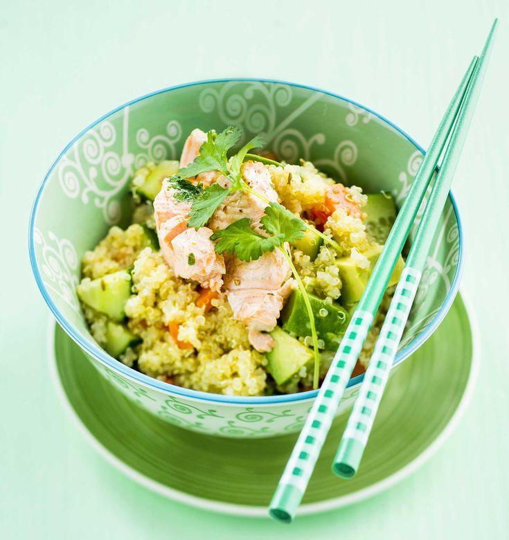 Kvinoa tekee salaatista kuin salaatista maukkaan ja ruokaisan lounasevään.1. Valmista ensin kvinoasalaatti. Nosta kvinoa tiheään siivilään ja huuhtele huolella. Kaada kvinoa puhtaaseen kiehuvaan vete...
