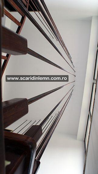 pret scara interioara din lemn cu trepte de lemn suspendate pe corzi