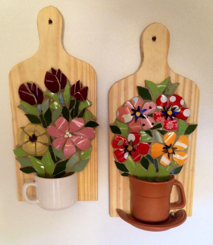 Flores com louça/ mosaic Pucassiette, by Schandra