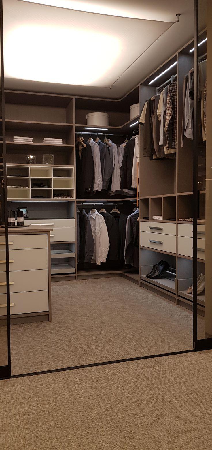 Begehbarer Kleiderschrank   Begehbarer kleiderschrank, Kleiderschrank, Kleiderschrank nach maß
