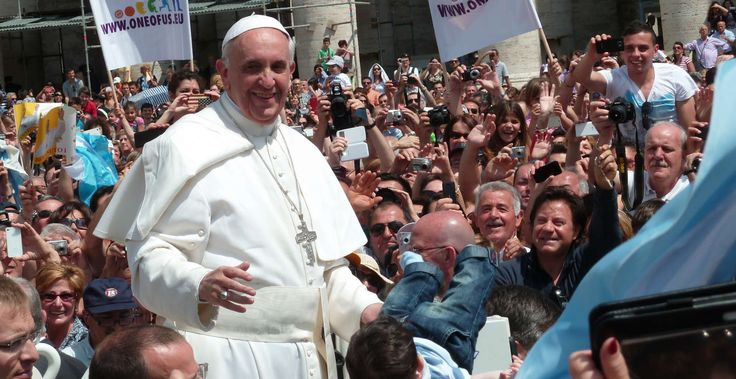 Pope Francis among the people in St. Peter's Square in 2013. (Photo: Wikimedia Commons)