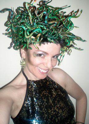 como hacer un disfraz casero de medusa | Aires de Fiesta