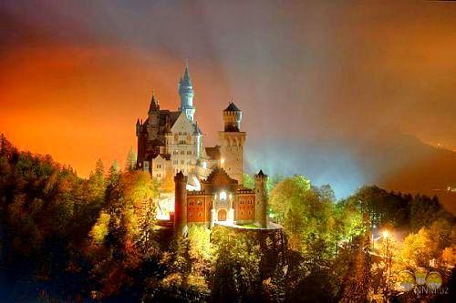 Замок Нойшванштайн. Бавария, Германия. В современное время замок является великолепным музеем.