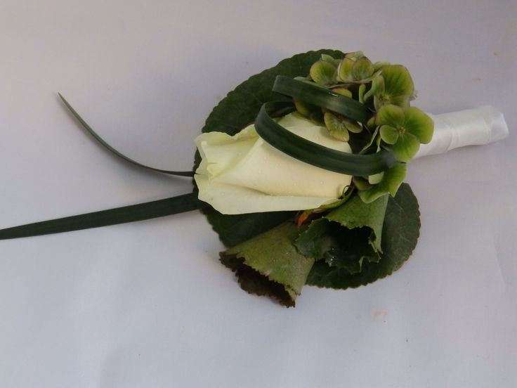 corsage passend bij rozen boeketje