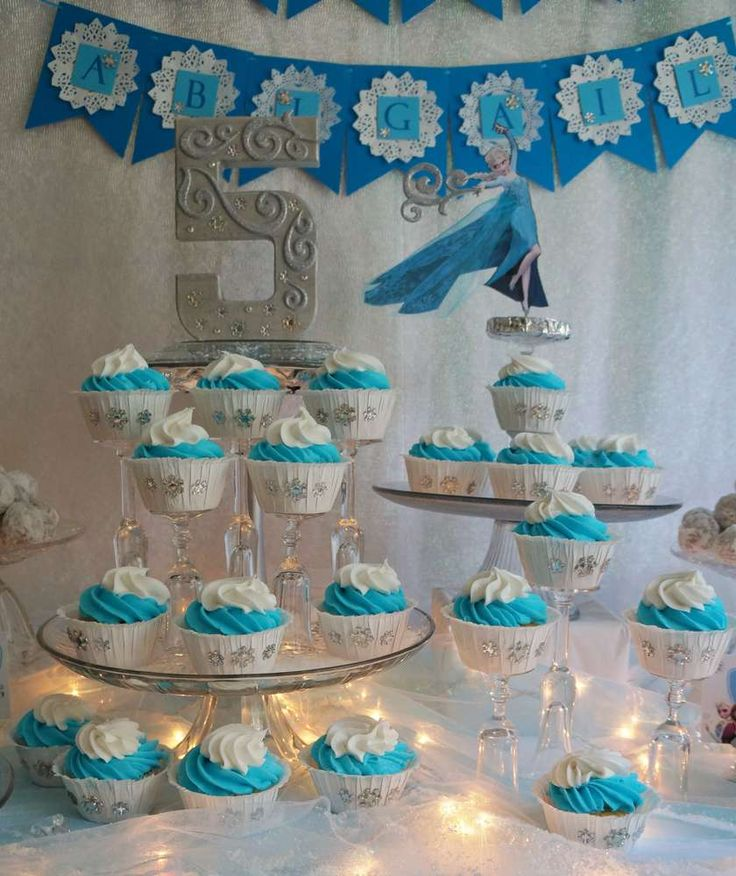 Pretty cupcakes for a Frozen Birthday Party