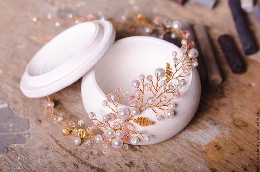 Decoratiuni de nunta realizate manual.  Masters echitabil - manual.  Cumparam Cununa-inel pentru coafuri de nunta pe bază de aur.  Realizate manual.