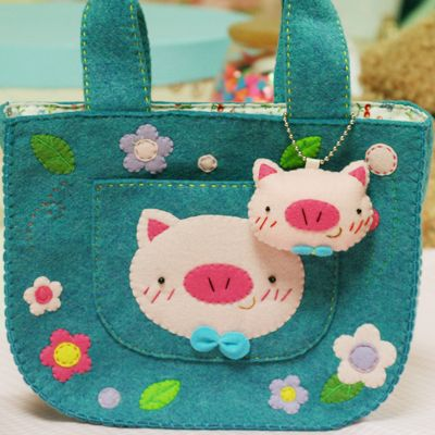 Sweet piggie felt purse