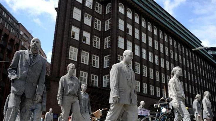 """Zum Auftakt des G20-Gipfels am 7. und 8. Juli zogen heute """"1000 Gestalten"""" durch die Innenstadt Hamburgs. Verkleidet als Untote…"""
