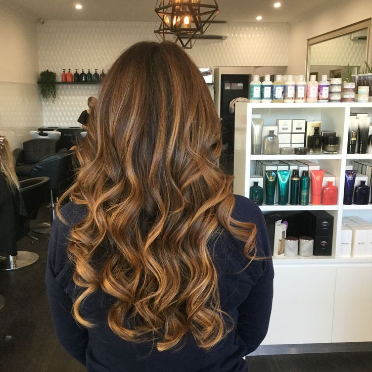 Homey highlights mixed in with warm brunette hues