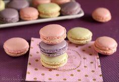 Una ricetta semplice per realizzare i Macarons di Luca Montersino: perfetti e lisci. Un pasticcino morbido, delicato, superbo ed elegante.