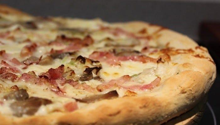 Pizza De Fainá Harina De Garbanzos Receta Paso A Paso Berenjenas En Escabeche Pizza Carbonara Masa Para Pizza