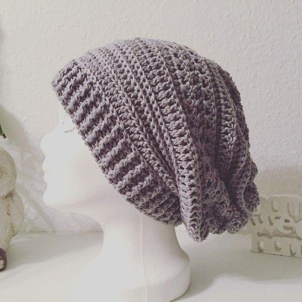 Jetzt eine super einfache Mütze häkeln: Aus einem Rechteck wird ganz schnell eine tolle Beanie // Mütze. Probiers gleich aus mit Deiner Lieblingswolle.