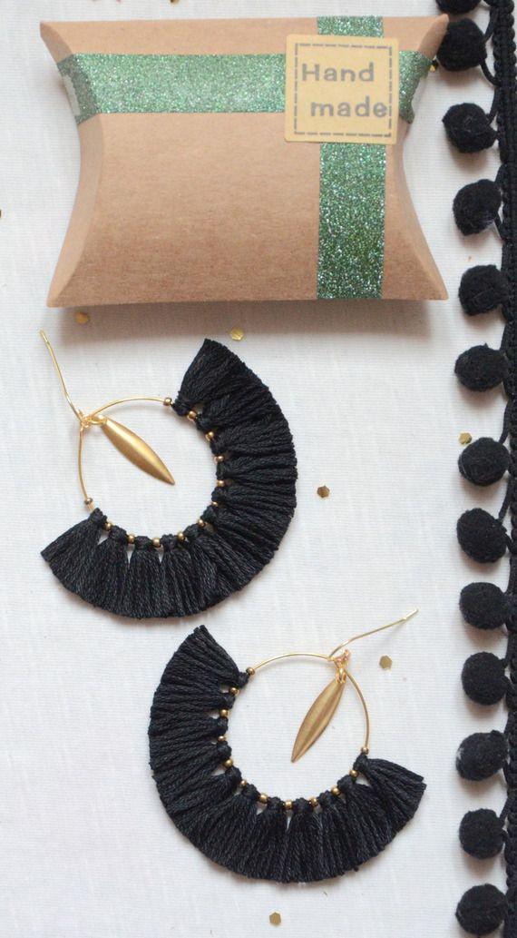 Boucles d'oreilles bohème chic bohèmes a pompon et connecteurs bronzes, bijoux bohème chic et hippie chic