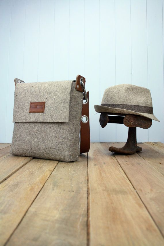 Mens felt satchel bag handmade from 3 mm industrial wool felt, which is assembled using pop rivets. The strap is made from 100% vegetable tanned