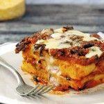Por su textura cremosa y sabor neutro la polenta se complementa muy bien con ingredientes como quesos, setas y mantequilla.