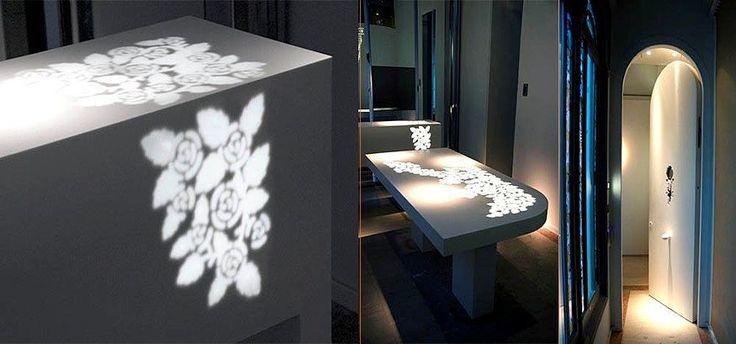 Puerta de entrada, mesa de comedor y cómoda retroiluminadas. Realizado en LG Hi-Macs®. Diseño exclusivo.
