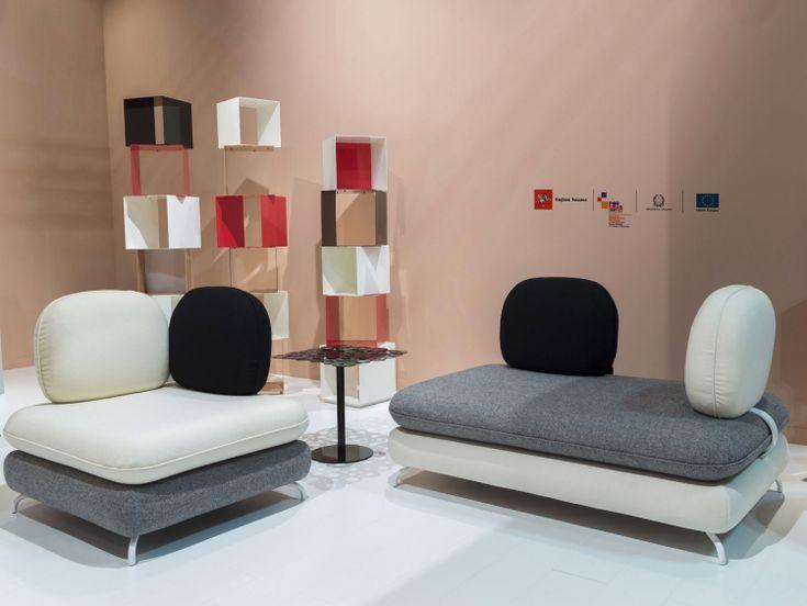 Regalensystem MOVE und zwei Sitzmöbel aus der Serie SOGNO
