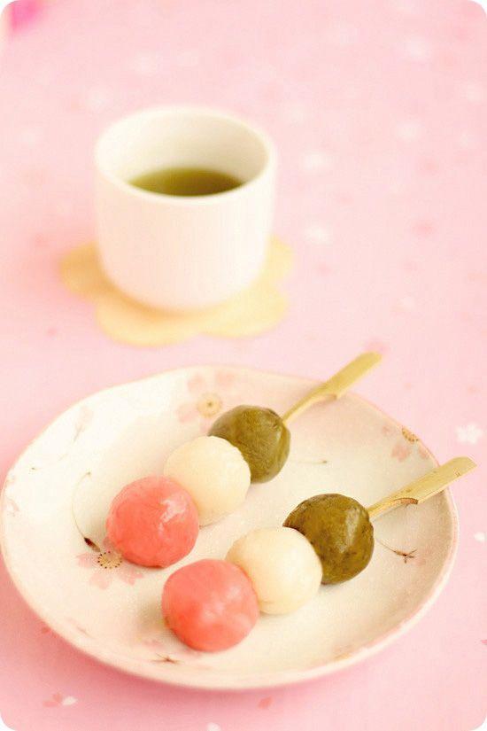 Dessert Blog: Evan's Kitchen Ramblings, always cute and pretty
