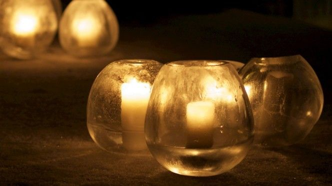 DIY Ice lanterns made out of balloons and water