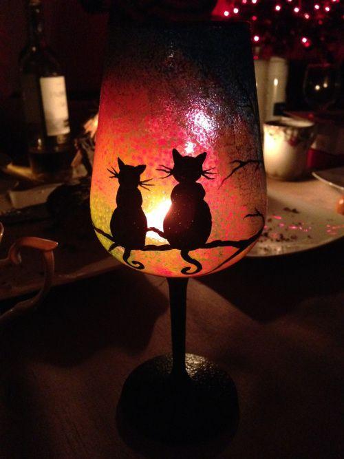 Lampion na długie wieczory. Ręcznie malowane szkło.  http://swiatpomyslow.wordpress.com/2014/06/05/koci-zachod-slonca/