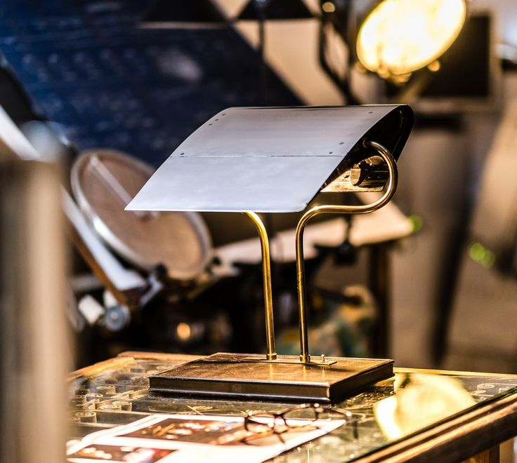 A320 LEADING EDGE DESK LAMP - Fallen Furniture