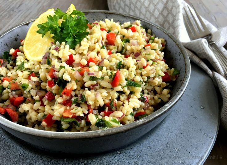 Enkel og lækker opskrift på mellemøstlig tabouleh - salat med bulgur, persille og citron. Perfekt som let anretning eller tilbehør til fx grillmad.