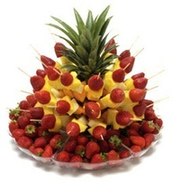 cool way to serve pineapple and strawberries