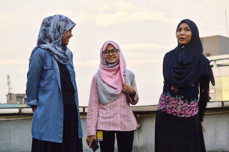Looking for sunset.  #jilbab #jilbabers #hijabstyle #hijabers #instadaily #instahijab #ootd #ootdindo #hijabfashion