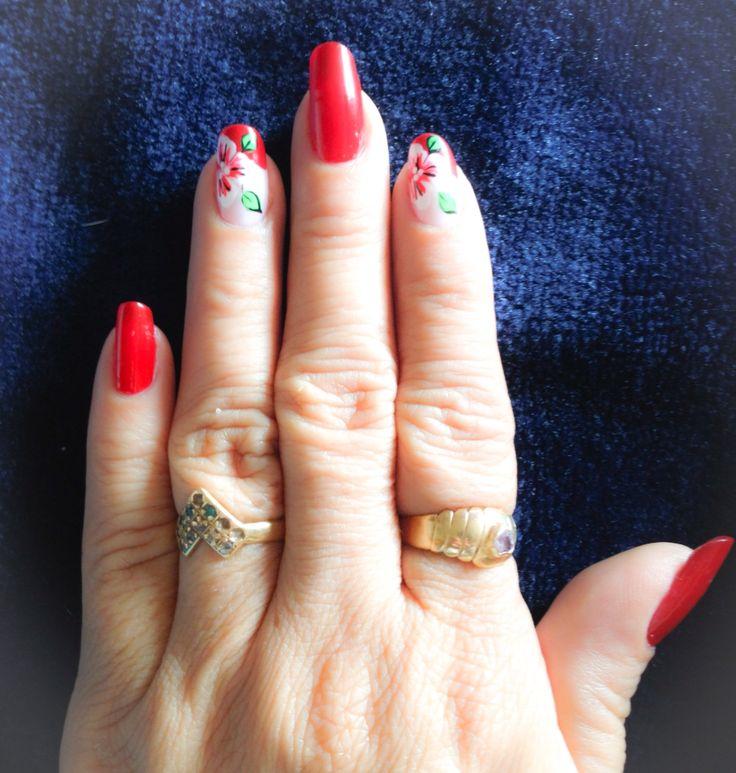 decoración #Uñas en color #Rojo #Flores blanco, verde y rojo