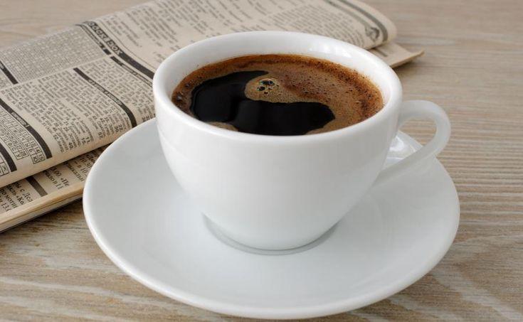 Picie trzech, czterech kaw dziennie hamuje procesy starzenia, przyspiesza zaś metabolizm i korzystnie wpływa na pracę serca. Takie działanie napoju kofeinowego dowiedziono już jakiś czas temu. Natomiast z najnowszych badań wynika, że miłośnicy espresso są mniej narażeni na stwardnienie rozsiane. Do takich wniosków doszli naukowcy z trzech grup badawczych: Instytutu Karolinska w Sztokholmie oraz Johns