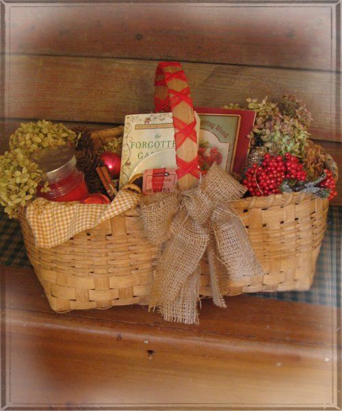 Basket: Add items for gardener + Christmas theme.
