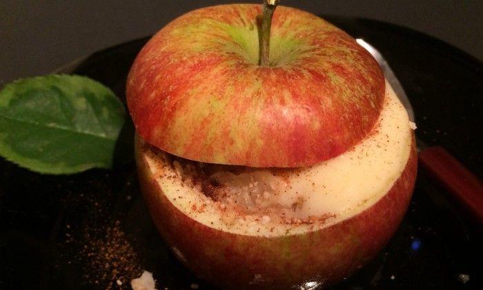 Har du äpplen kvar på trädet och två minuter över? Grattis! Då kan du njuta av läckraste fruktfikan till eftermiddagskaffet, desserten efter maten eller kvällsgodiset framför tv:n!  Två...