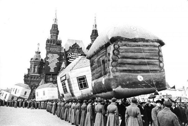 Парад надувных домов на Красной площади. Москва, 1931 год.