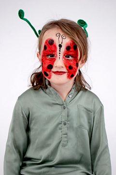 Eine schnelle Idee für Fasching: Marienkäfer schminken. Mit unserer Anleitung geht das ganz einfach & schnell. Los geht's: zum Marienkäfer schminken hier entlang.  © vision net ag